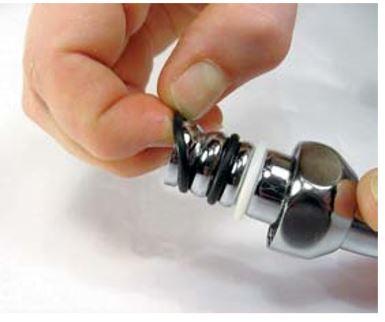 Retirez-puis-remplacez-les-deux-joints-torique